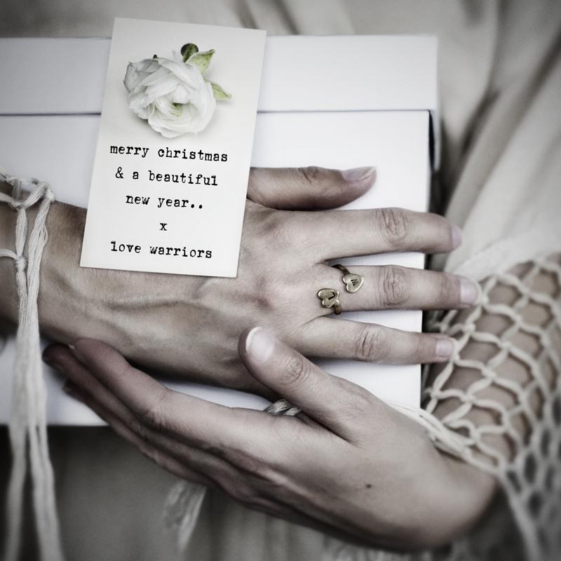 ©HannahLemholt|LoveWarriors|Gift